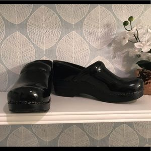 Dansko Black patent leather Sz 38